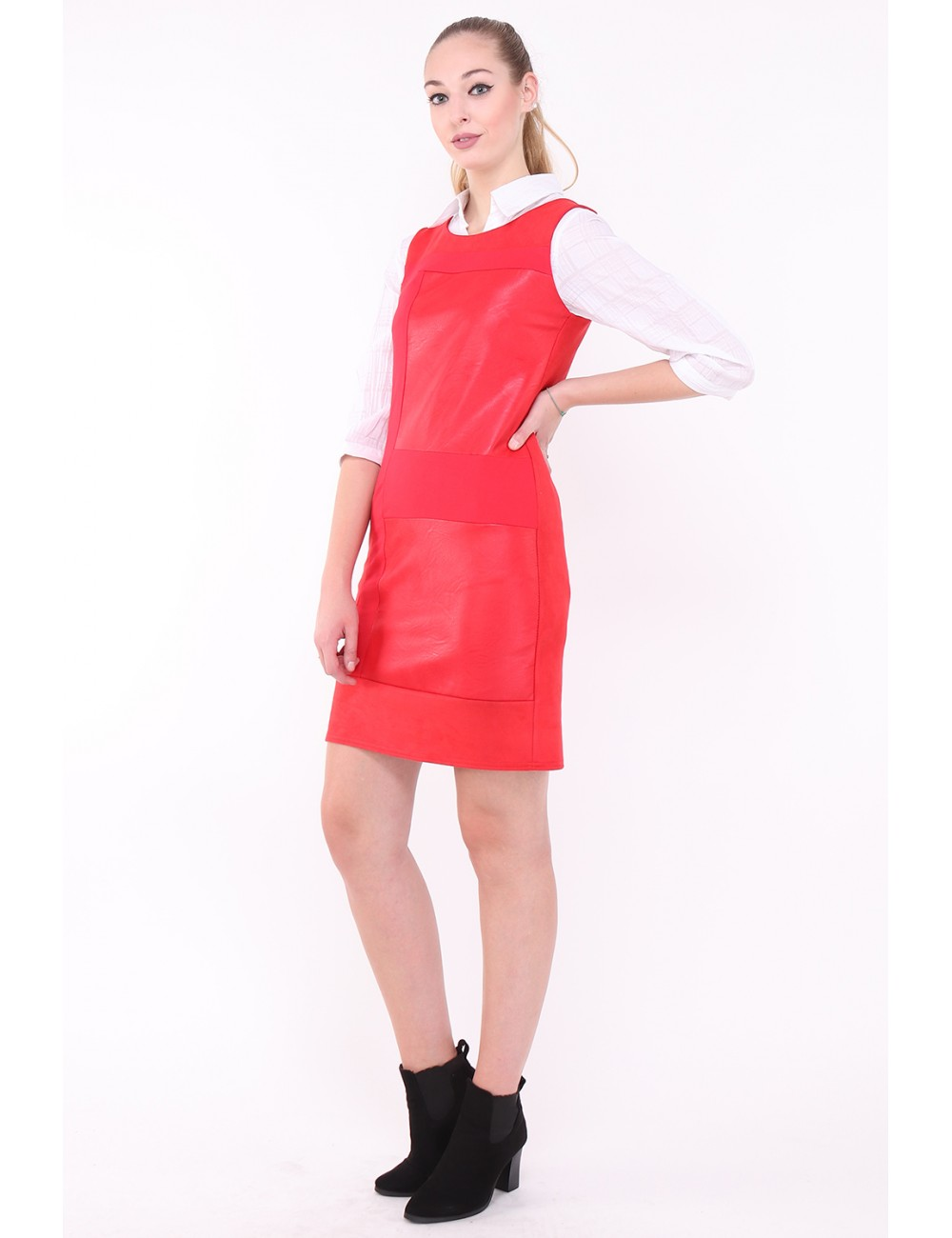 Robe Qacuiry couleur rouge.
